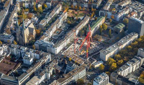 Francis in Düsseldorf – das Hochhaus hat seine Höhe erreicht –
